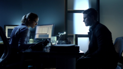 Felicity analyzes the Dark Archer's arrow