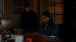 Hartley y Cisco en el laboratorio de Barry