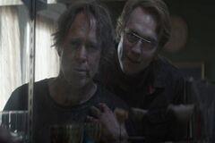 Jason convence a Avery de experimentar con -Alec-