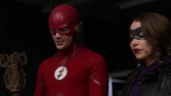 XS e Flash após impedirem os vilões