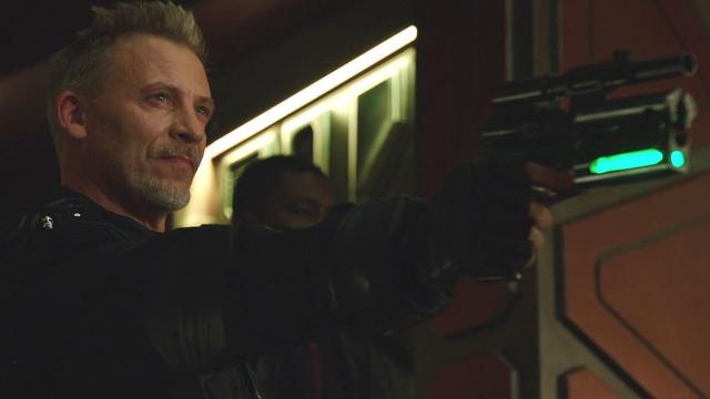 File:John Valor holds Rip Hunter at gunpoint.png