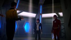 Eobard conversando com o Flash e XS