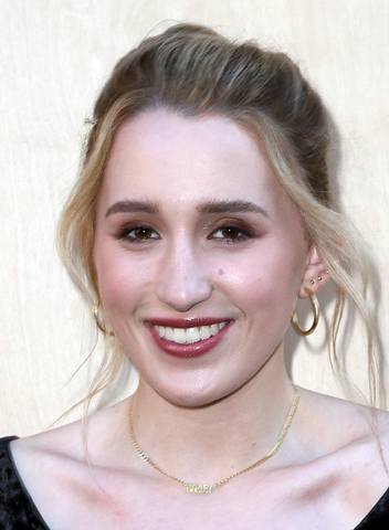 File:Harley Quinn Smith.png