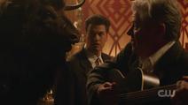 Hank cantando para o Minotauro