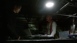 1x10 - Leonard y Mick discuten planes