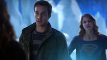 Kara, Rhea e Mon-El na Fortaleza da Solidão