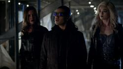 Earth-2 Laurel questions Cisco and Caitlin