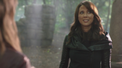Talia accept to found the League of Heroes with Thea