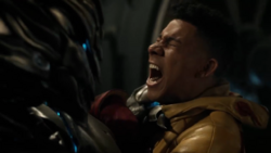 Savitar breaks Wally's leg