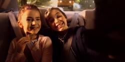 Kate y Beth de niñas