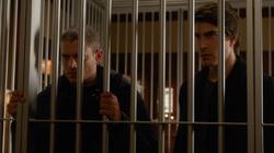 Leonard y Ray atrapados en la mansión de Savage (Pilot, Part 2)