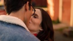 Clark e Lois se beijando