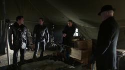 A Legião sendo informada por Eobard Thawne sobre as Lendas do futuro