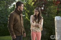 Oliver Queen Stephen Amell and Thea Queen Willa Holland-1