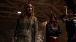 Sara confrontando Barry