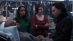 Kelly, Alex, James and Brainy in Lena's lab