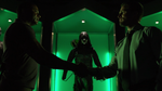 Oliver przekazuje kostium Zielonej Strzały Johnowi