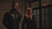Laurel tries to help Team Arrow