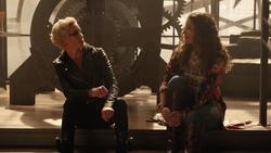 Laurel visits Dinah at The Fish Net