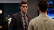 Ralph Dibny leczony w S.T.A.R. Labs (4)