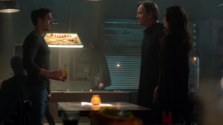 Mon-El with his parents in the Alien Bar