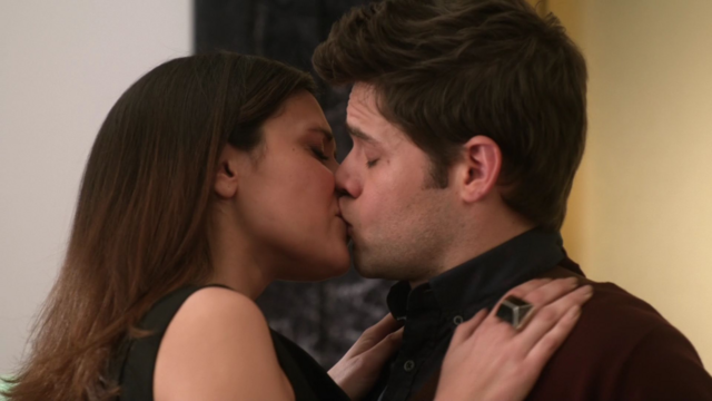 File:Siobhan kisses Winn.png