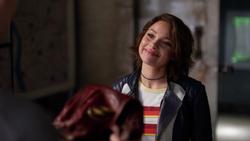 Nora após entregar o traje para Barry