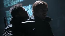 Betrayal - Slade amenaza a Oliver