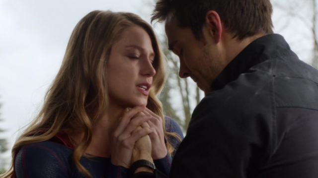 File:Kara and Mon-El saying goodbye.png
