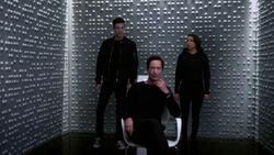 Barry and Nora confront Eobard Thawne from the past