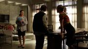 Raisa pomaga Williamowi zabrać się na targi naukowe