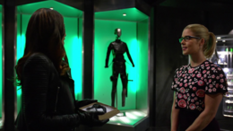 Dinah given Laurel's mask