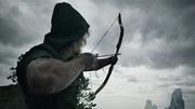 Oliver dispara seu arco para alertar o pescador da sua presença