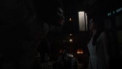 Grodd pide a Caitlin que haga otros gorilas
