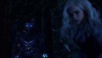 Savitar stops Killer Frost from killing Vibe