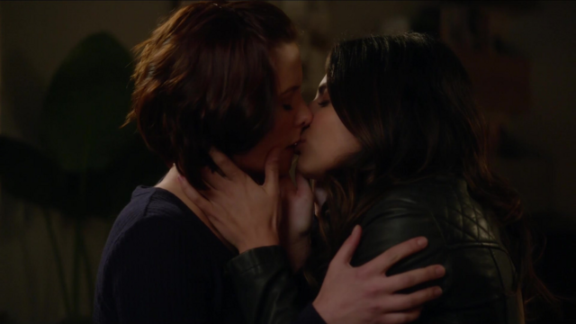 File:Maggie kisses Alex.png