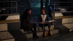 Nora se reconciliando com Iris