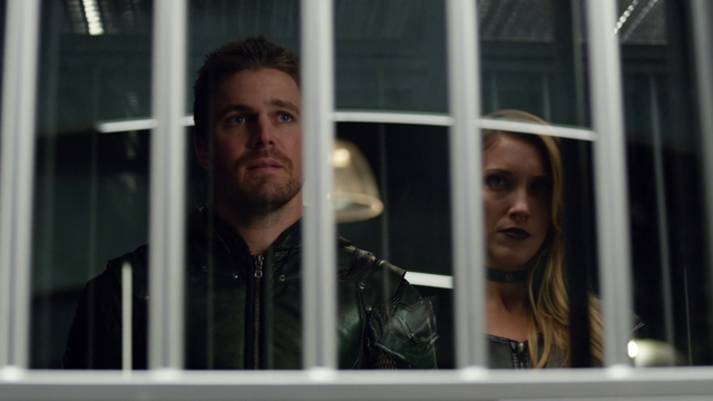 File:Oliver talks to an incarcerated Black Siren.png