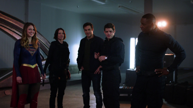 File:Supergirl with her team.png