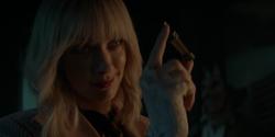 Alice remueve la celda de poder del arma