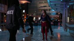 Kara meeting Maggie at a robbery