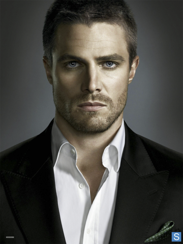 File:Oliver Queen front-on promo.png
