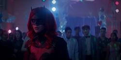 Batwoman em uma festa
