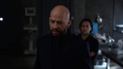 """Lex and Brainiac 5 discuss finding Leviathan's """"Kryptonite"""""""