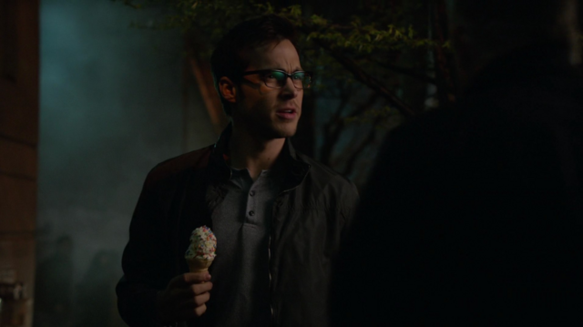 File:Mon-El sees his mother.png