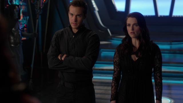 File:Mon-El and Lena confront Rhea.png