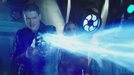 Legends Snart uses his Cold gun at the hole in the Waverider hull
