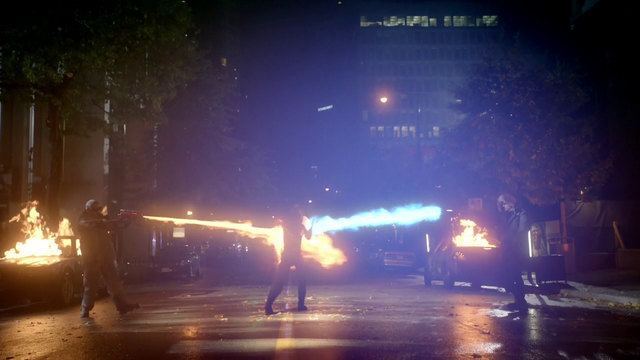 Archivo:Heat Wave and Captain Cold fight The Flash.png