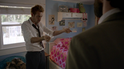 Constantine odprawia rytuał, aby odnaleźć zaginioną (2)