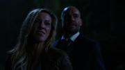 Laurel z Quentinem stara się uciec przed Outsidersami
